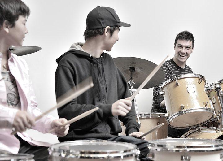 https://www.nuovascuolamusicale.com/wp-content/uploads/2019/07/drums-corso-batteria-720x520.jpg